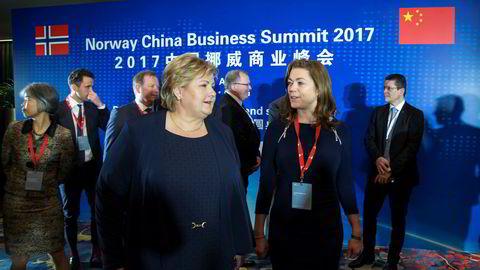 Norsk næringslivssatsing i utlandet sto sentralt da statsminister Erna Solberg (H) og NHO-sjef Kristin Skogen Lund (t.h.) sammen besøkte Kina i vår. Foto: Heiko Junge / NTB scanpix