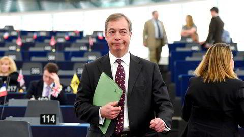– Jeg ønsker ikke å være i politikken resten av mitt liv, sier Nigel Farage til BBC søndag.