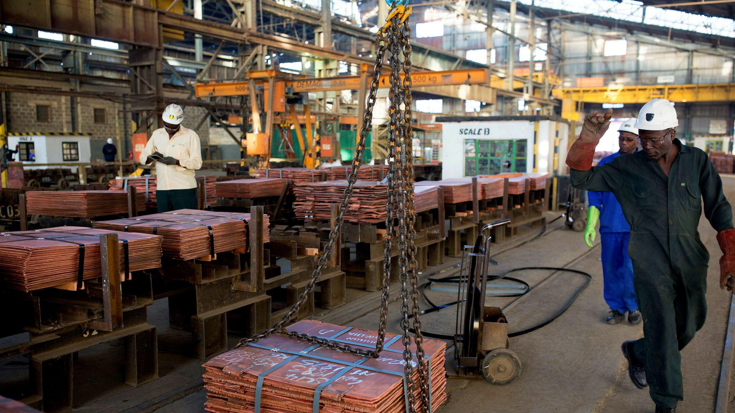 Brutto eksportinntekter fra gruvesektoren, som er relativt kostbar å drive i Zambia, har variert rundt seks-syv milliarder dollar årlig. Ingen har kunnet forklare hvordan to-tre og kanskje fire milliarder dollar kan forsvinne årlig fra en økonomi på denne størrelsen.