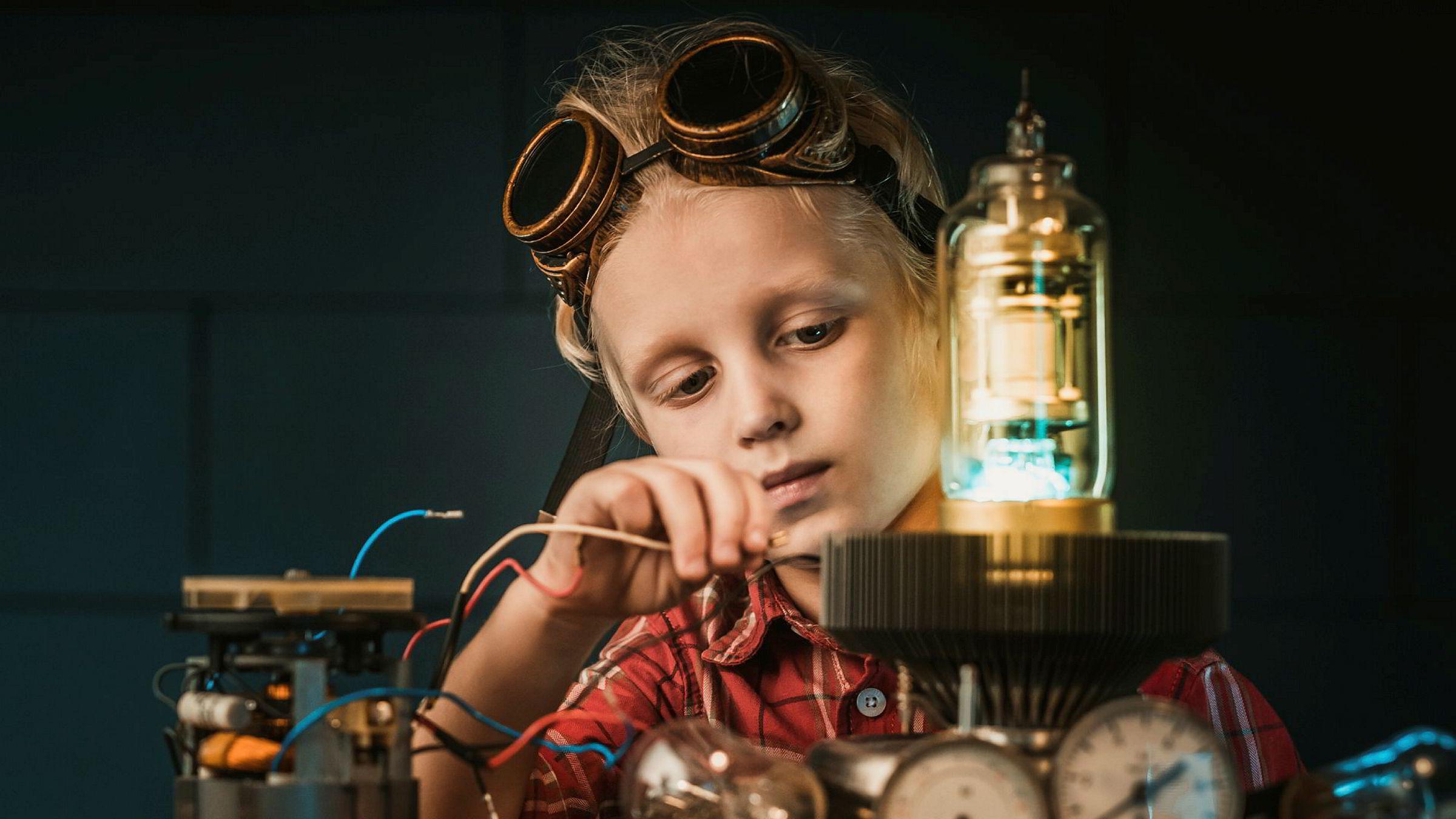 Det er viktig at vi som samfunn gir de unge mulighet for å jobbe frem nye oppfinnelser og å bli en moderne variant av Petter Smart.