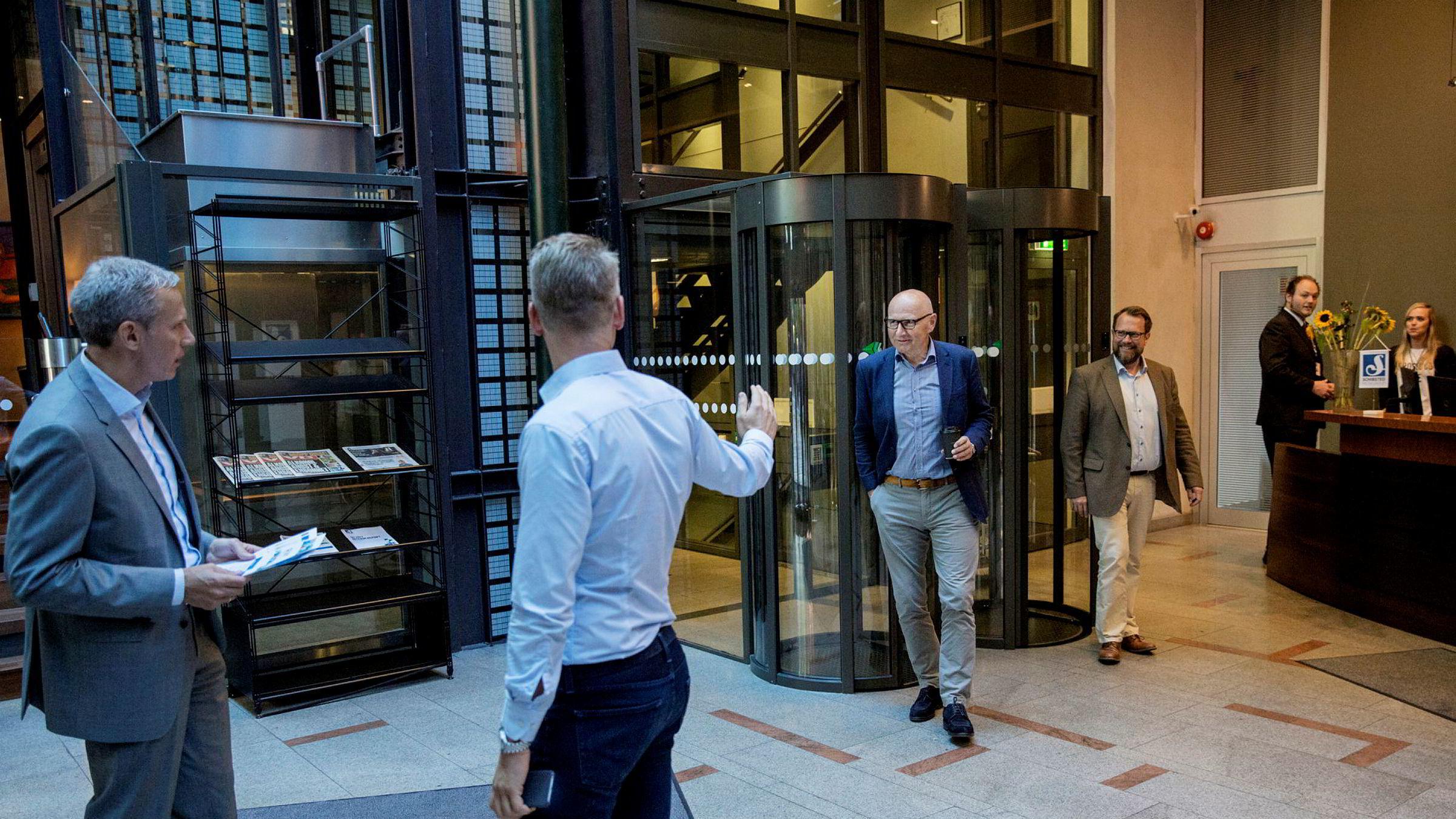 Fra venstre: Trond Berger (finansdirektør Schibsted), Didrik Munch (konsernsjef Schibsted Norge), Sondre Gravir (ansvarlig for Schibsted rubrikk i Europa) og Rolv Erik Ryssdal (konsernsjef i Schibsted) la frem tall for andre kvartal tirsdag.