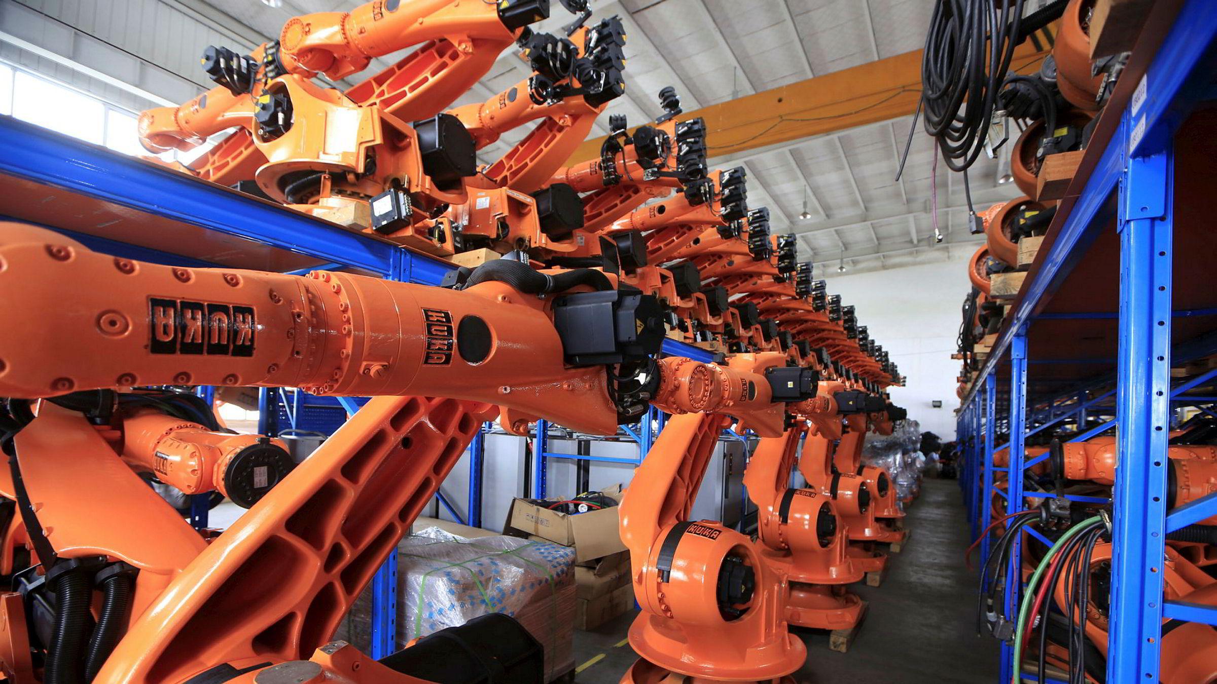 Brukte roboter klargjort for salg i Shanghai i Kina.