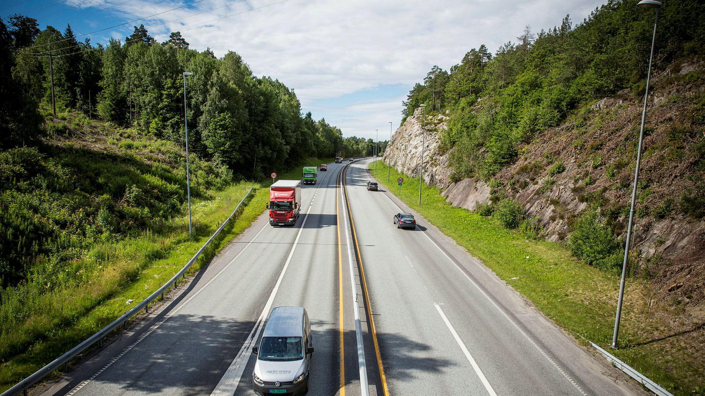 Det er dyrere å bygge smal firefelts motorvei, ifølge Veivesenet.