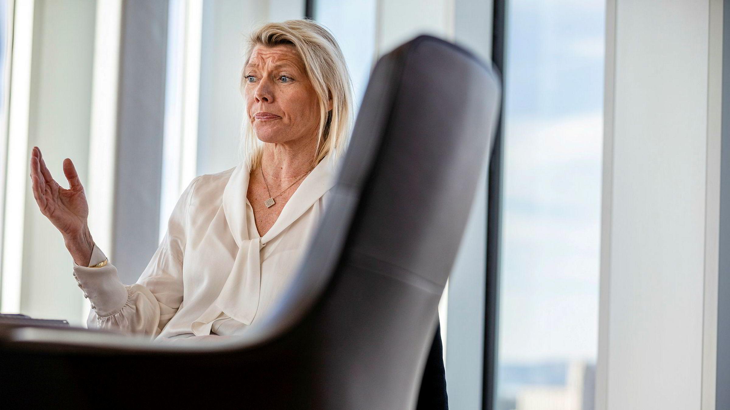 DNBs konsernsjef Kjerstin Braathen mener det er naturlig at andelen tapsutsatte lån øker i en tid som nå. Her fra et møte på hovedkontoret i Bjørvika i Oslo mars i år.
