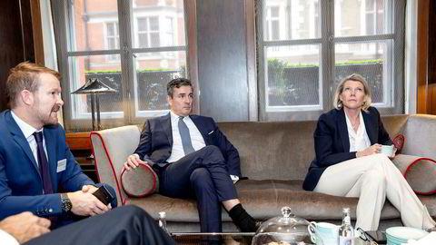 DNBs konsernsjef Kjerstin Braathen (fra høyre) er i London for å legge frem bankens finansielle mål, men før det har gått 100 dager i jobben har hun også fått en hvitvaskingsskandale i fanget. Her med konserndirektør for bedriftskunder Harald Serck-Hanssen og kommunikasjonsdirektør Thomas Midteide.