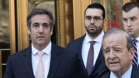 Michael Cohen (til venstre), president Donald Trumps personlige advokat, har innrømmet å ha betalt pornostjernen Stormy Daniels for å ikke å gå til pressen.