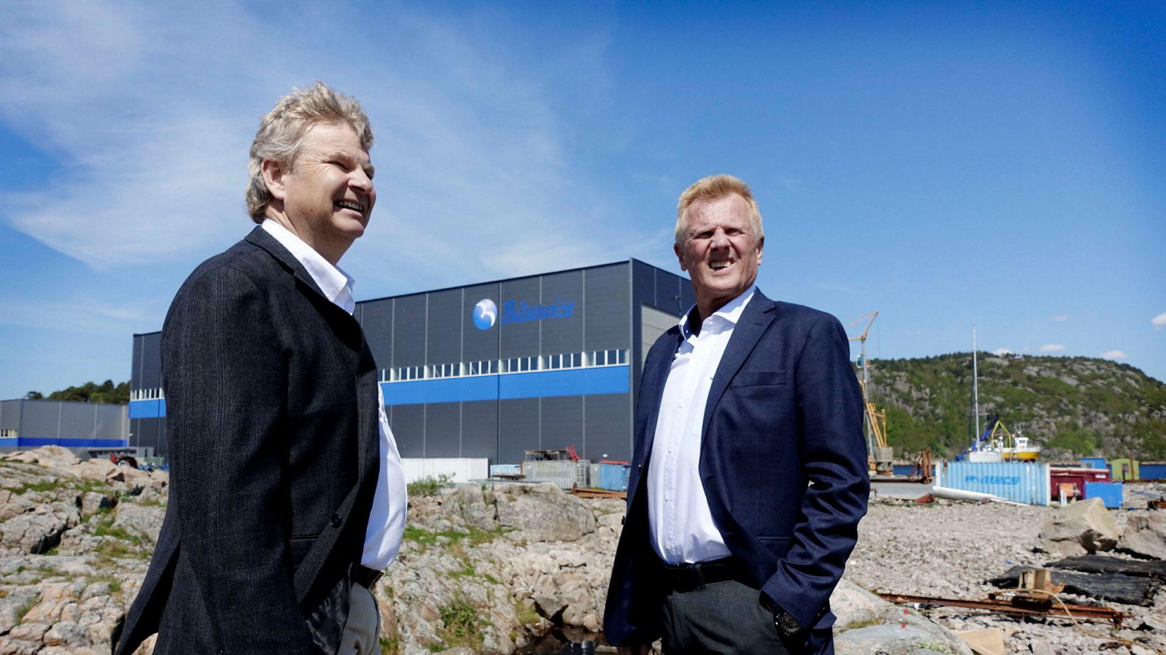 Tor Henning Ramfjord (fra venstre), tidligere toppsjef i oljeutstyrsgiganten National Oilwell Varco, kjøper både eiendom og drift i Båtservice-konsernet i Mandal der Bjørn Fjellhaugen har vært administrerende direktør i 26 år.