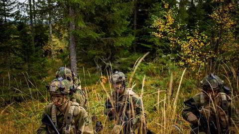For første gang siden den kalde krigens avslutning skal Forsvaret vokse, skriver artikkelforfatteren.