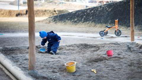 Oslo, Norway 20150309. Illustrasjon: Et lite barn leker i sandkasse i barnehagen. Barnehagebarn. Foto: Gorm Kallestad / NTB scanpix ---