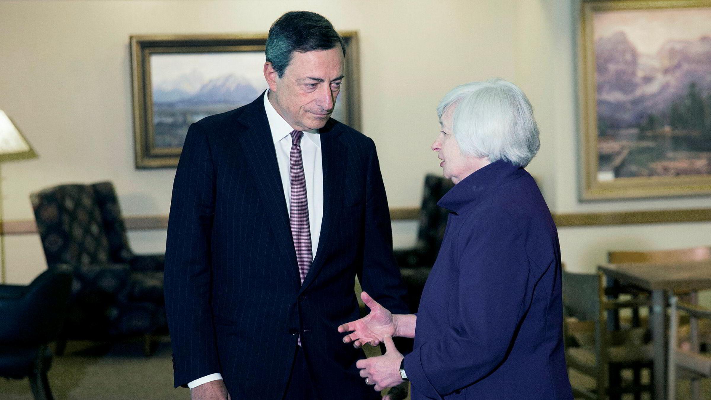 Mario Draghi og Janet Yellen har mye å diskutere når de møtes i Jackson Hole denne uken. Her er de sammen i august 2014 på samme sted.