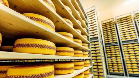 Folk spiser mer ost. Bøndene og Tine er mest bekymret for at noe av den er fra utlandet.