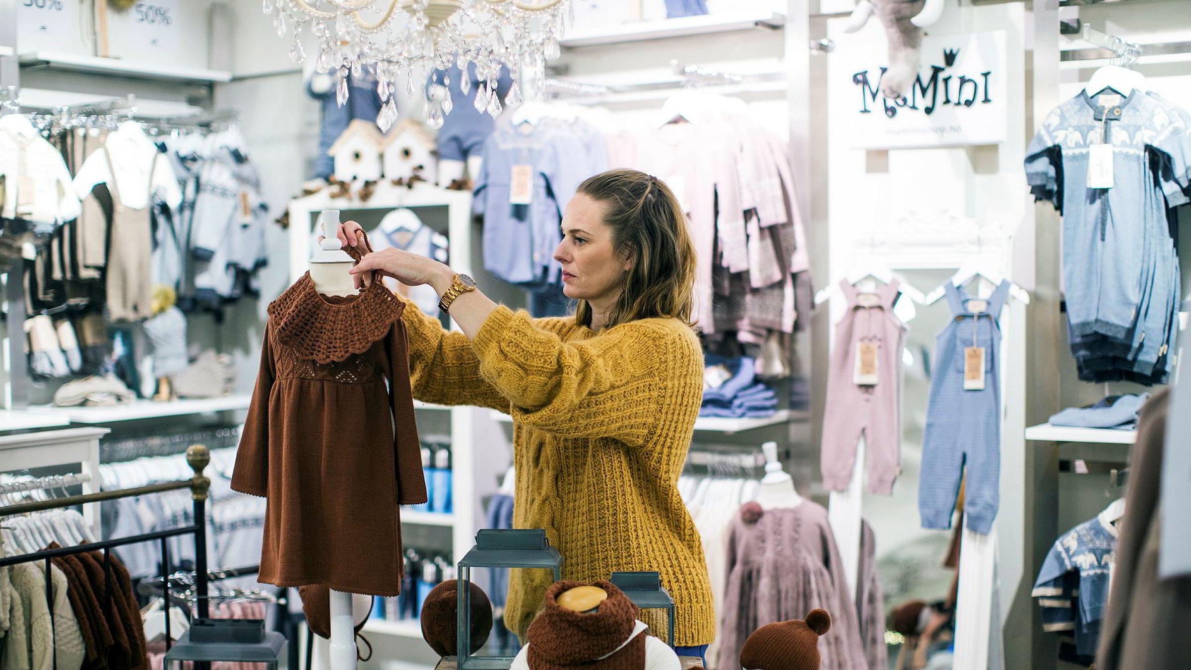 Designer Kristine Vikse kom over 20–30 nettbutikker som solgte produktetterligner av hennes design. Her fra sin butikk i Haugesund.