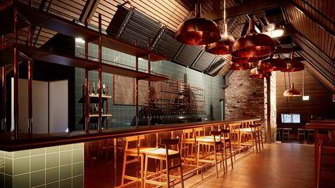 Surøl, sider og julemat står på menyen i Nedre Foss Gårds bryggeribar i andre etasje når den gjenåpner denne uken