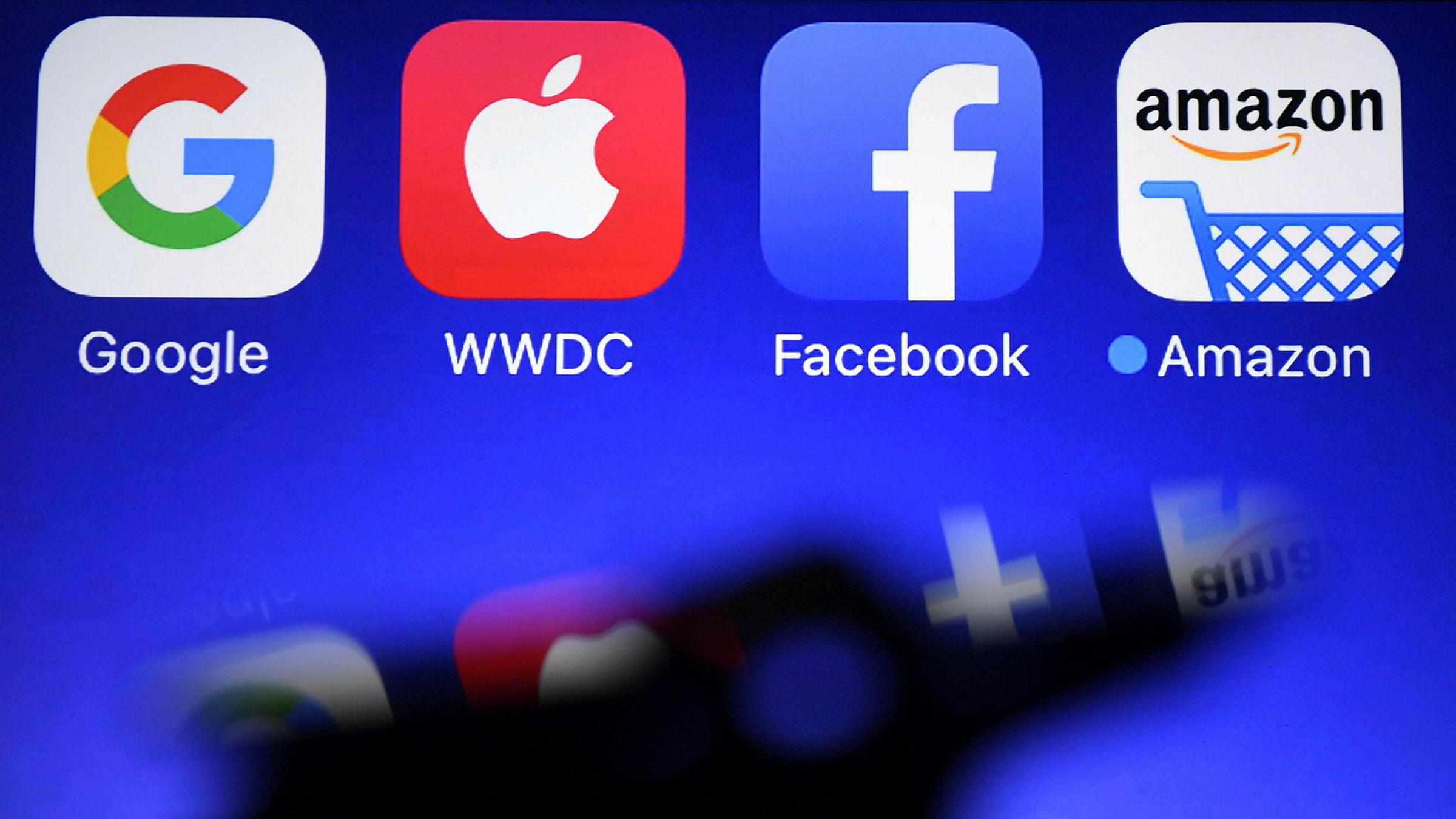 EDiMA, en bransjeorganisasjon som representerer selskaper som Amazon, Apple, Facebook og Google, har hevdet at de nye EU-reglene for opphavsrett vil «ødelegge internett». Torsdag trakk EU-parlamentet i nødbremsen.