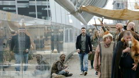 «Beforeigners», første norske serie plukket opp av HBO Nordic, her med hovedrolleinnehaver Nicolai Cleve Broch på en spasertur i et litt annerledes Barcode.
