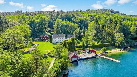 I 2010 ga Sundt-arving Christian Gruner Sundt 24 millioner kroner for den 15 mål store strandeiendommen ved Steindalsfjorden, rett ved Blindleia. Nå selges hytta til Bjørn Maaseide.