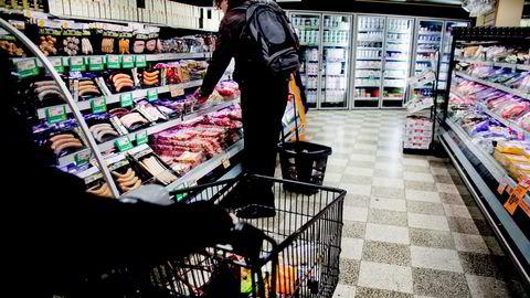 Redusert salg i dagligvarebutikker er den viktigste faktoren for den overraskende nedgangen i detaljhandelen.