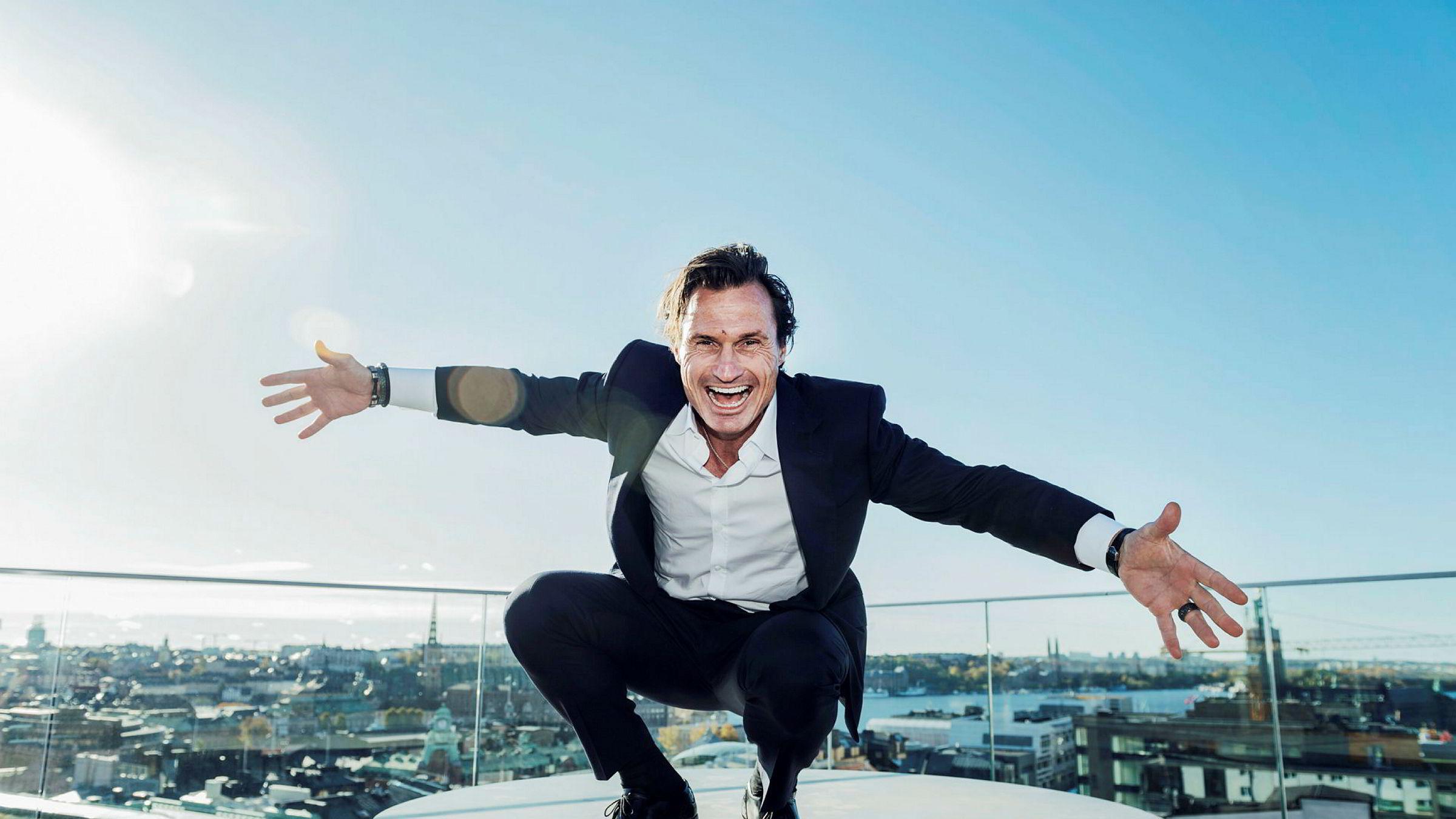 Petter Stordalen på taket av Hobo Hotell i Stockholm hvor gründerkonkurransen foregikk onsdag ettermiddag.