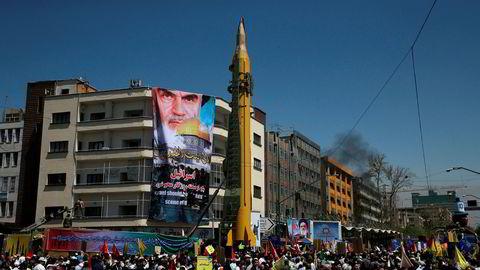 En rakett tilhørende Revolusjonsgarden på utstilling under en demonstrasjon i Teheran i juni i fjor. Arkivfoto: Vahid Salemi / AP / NTB scanpix