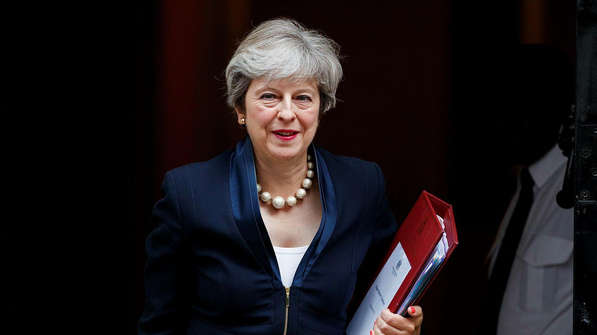 Theresa May og den britiske regjeringen er ille ute, skal vi tro Morgan Stanley. Her er statsministeren på vei ut av 10 Downing Street 6. september.