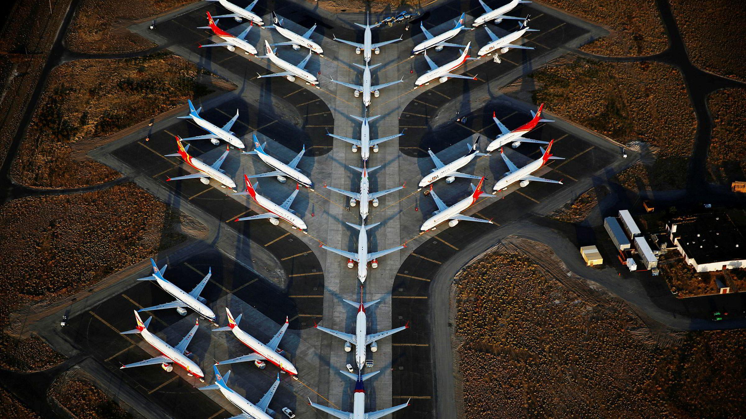 Boeing 737 Max-fly parkert på Boeings område ved Grant County internasjonale flyplass ved Moses Lake, Washington.