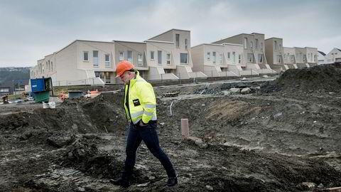Njål Østerhus, Rogalands største boligutbygger, ruster seg for dårlige tider i boligmarkedet. Han har 185 mer eller mindre ferdigstilte boliger for salg.