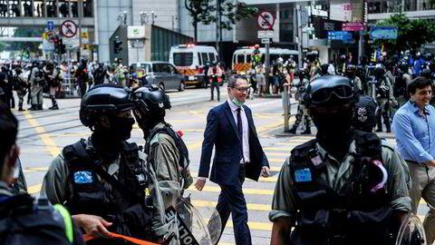 Opprørspoliti har vært ute i Hongkongs gater denne uken, hvor demonstranter har vist sin misnøye til en ny sikkerhetslov som Folkekongressen i Beijing her vedtatt. USA truer med sanksjoner og press mot Kina.