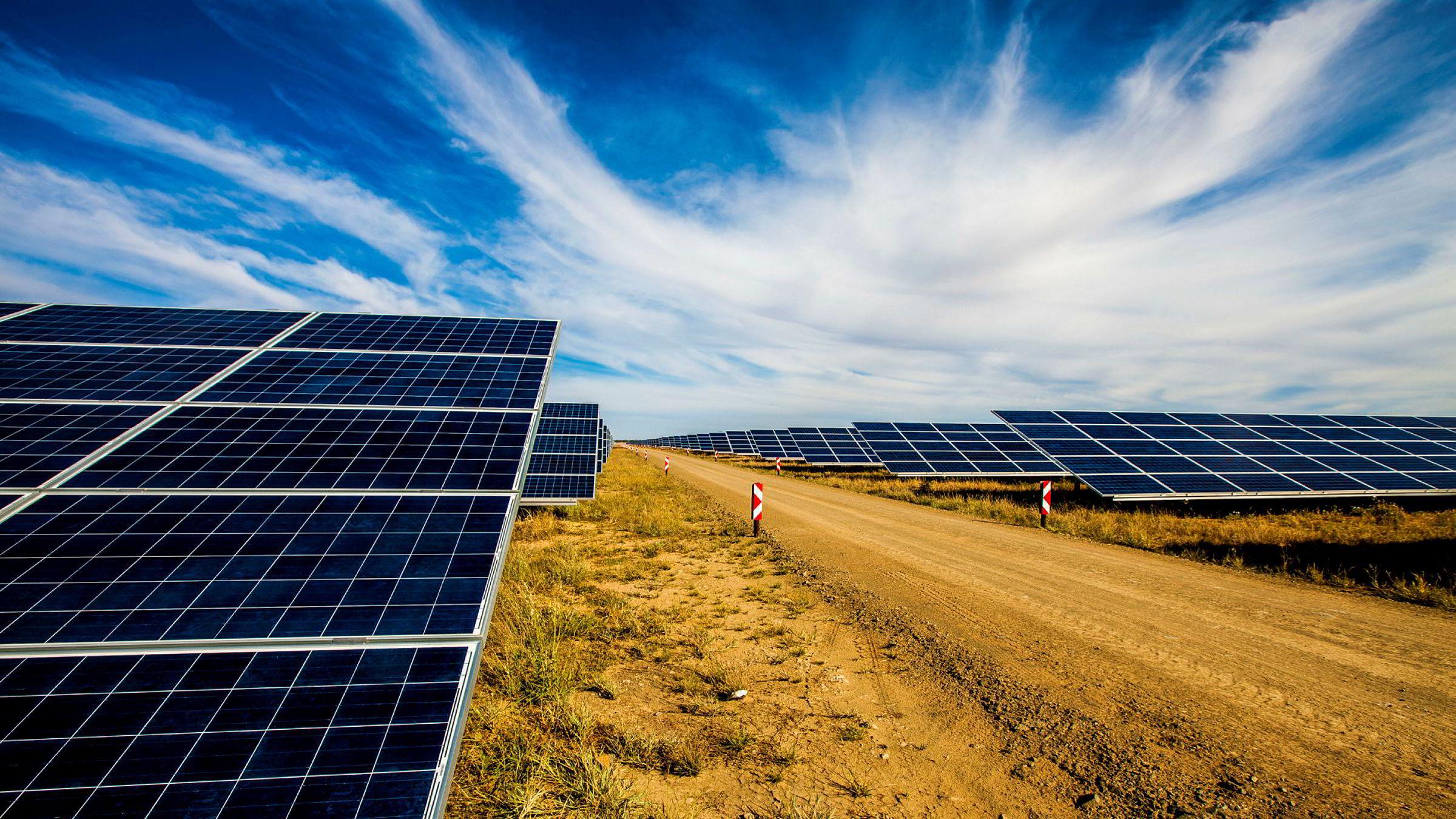 Regjeringens nye garantiordning kan dekke deler av eventuelle tap ved fornybar-investeringer i fattige land. Her fra et Norfund-solcelleprosjekt i Mosambik.