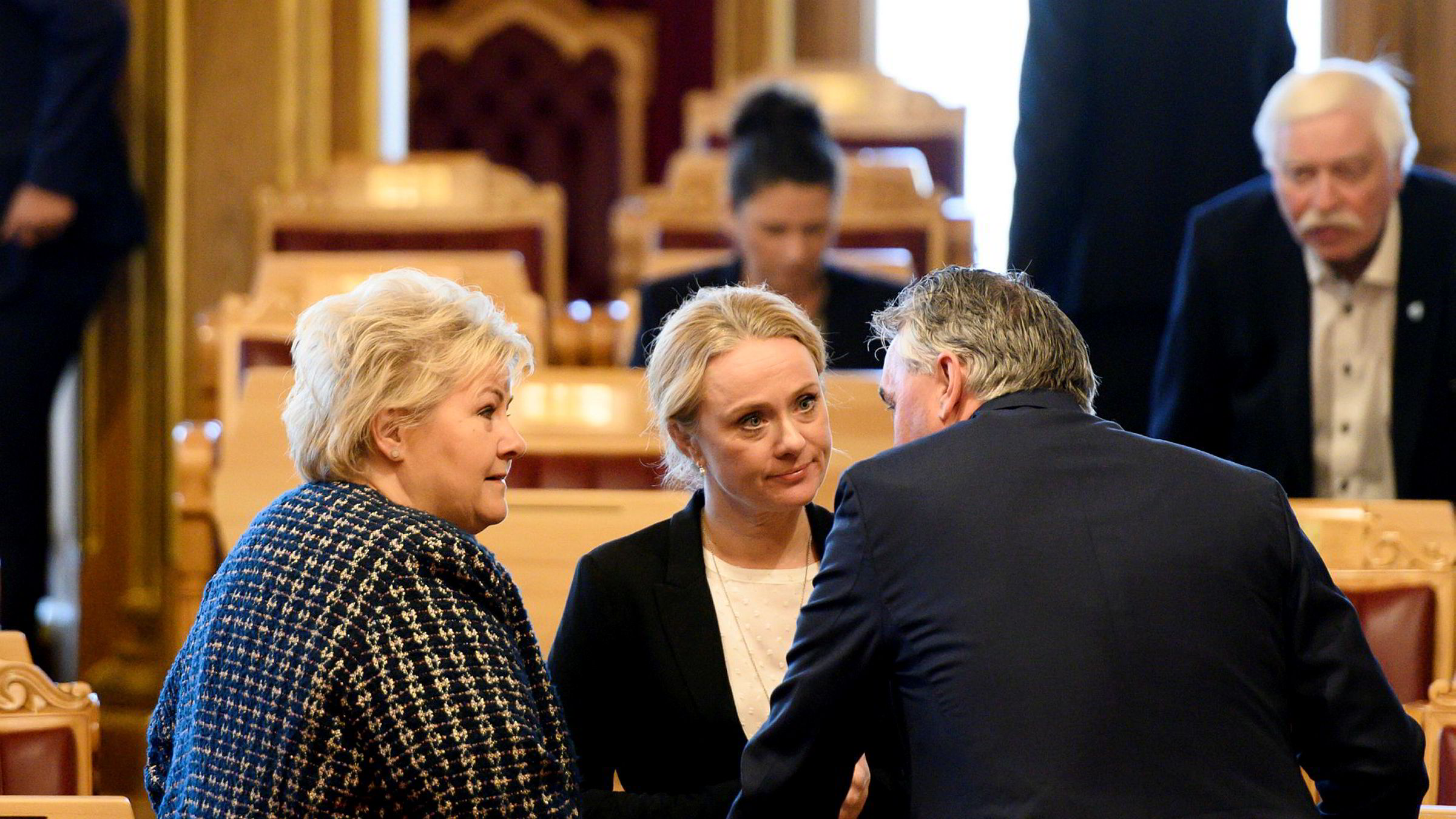 Arbeids- og sosialminister Anniken Hauglie (i midten) redegjorde for Stortinget om Nav-skandalen tirsdag.