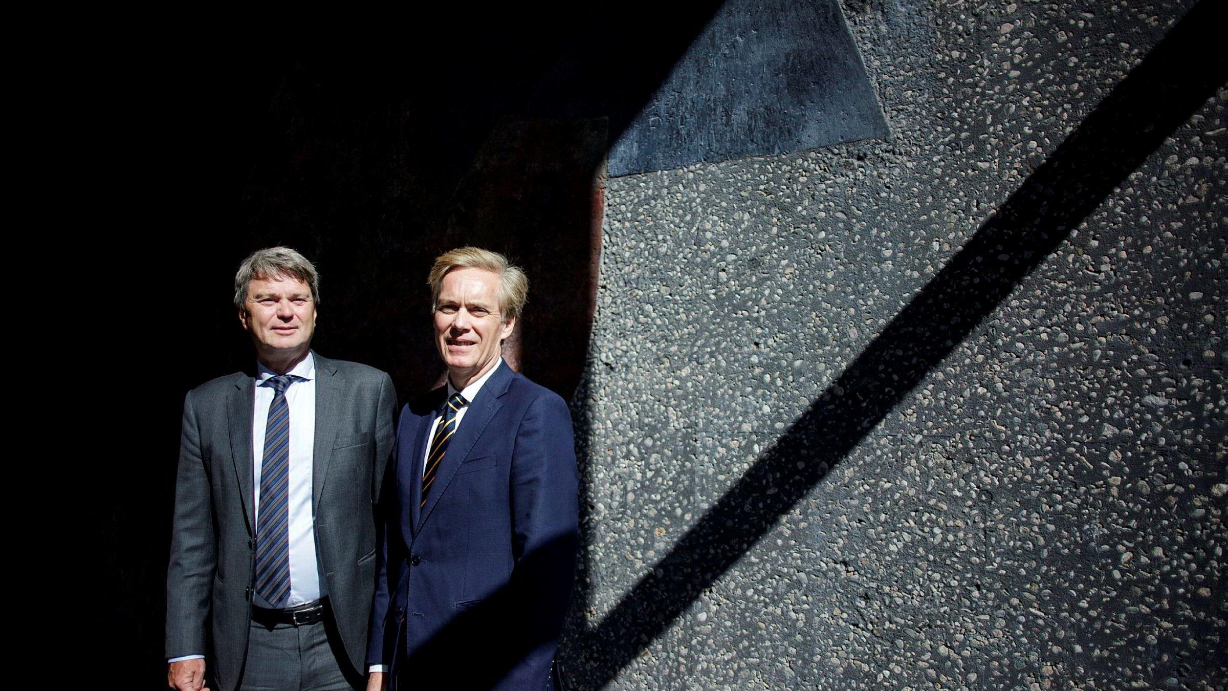 Advokat Sven Iver Steen (til venstre) i Arntzen de Besche og administrerende direktør Bjørn Østbø i Silver Forsikring har fått fire bud på Silvers portefølje.