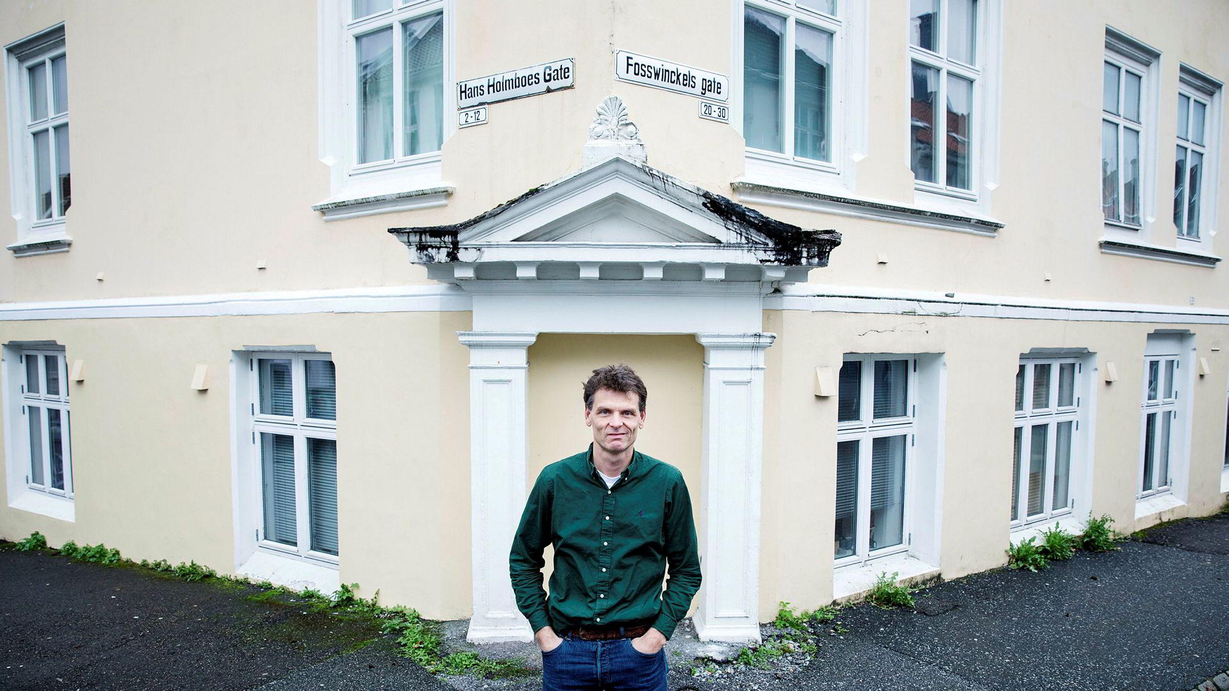 Det er ikke lurt å spare i aksjer samtidig som du har dyre forbrukslån, som billån, er ett av rådene fra professor Hans K. Hvide ved institutt for økonomi ved Universitetet i Bergen.