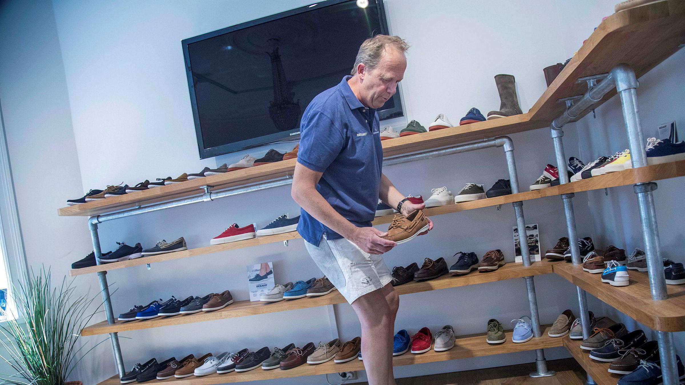 Skoen Sebago Docksides har vært uendret siden 1970 og prisen har stått stille de siste 15 årene. Her er merkeansvarlig Bård Spilling i importørens showroom på Uranienborg i Oslo.