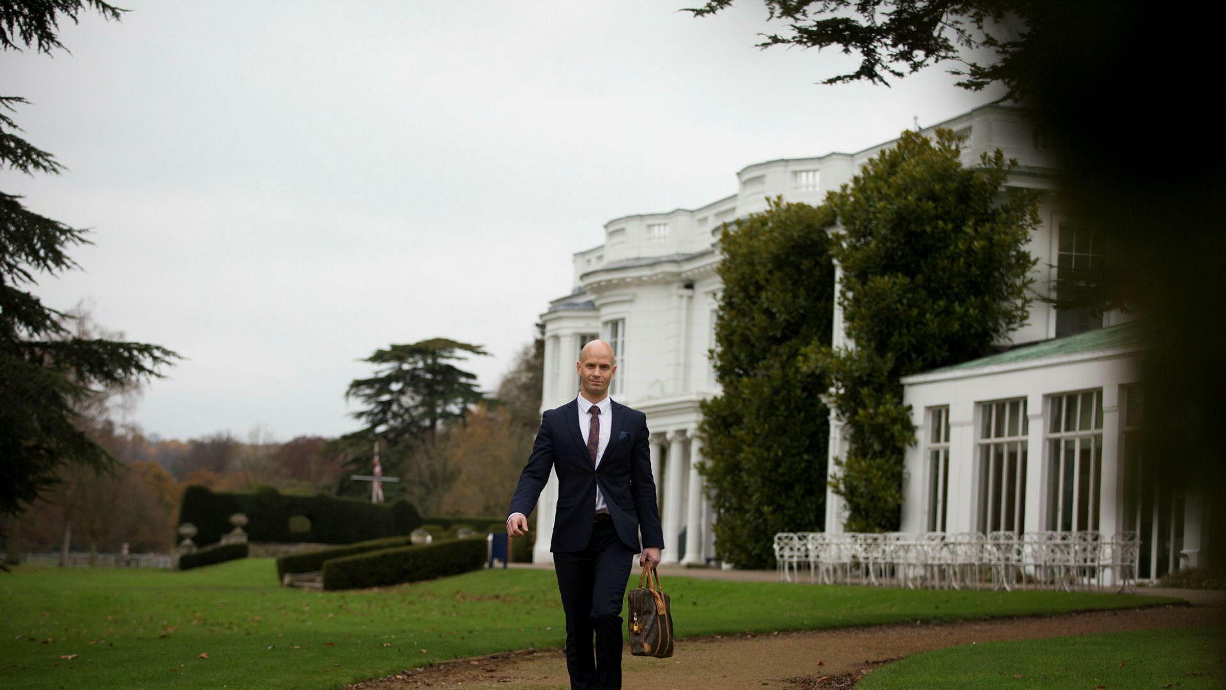 Ole Petter Anfinsen tar doktorgraden sin i herskapelige omgivelser ved Henley Business School utenfor London.