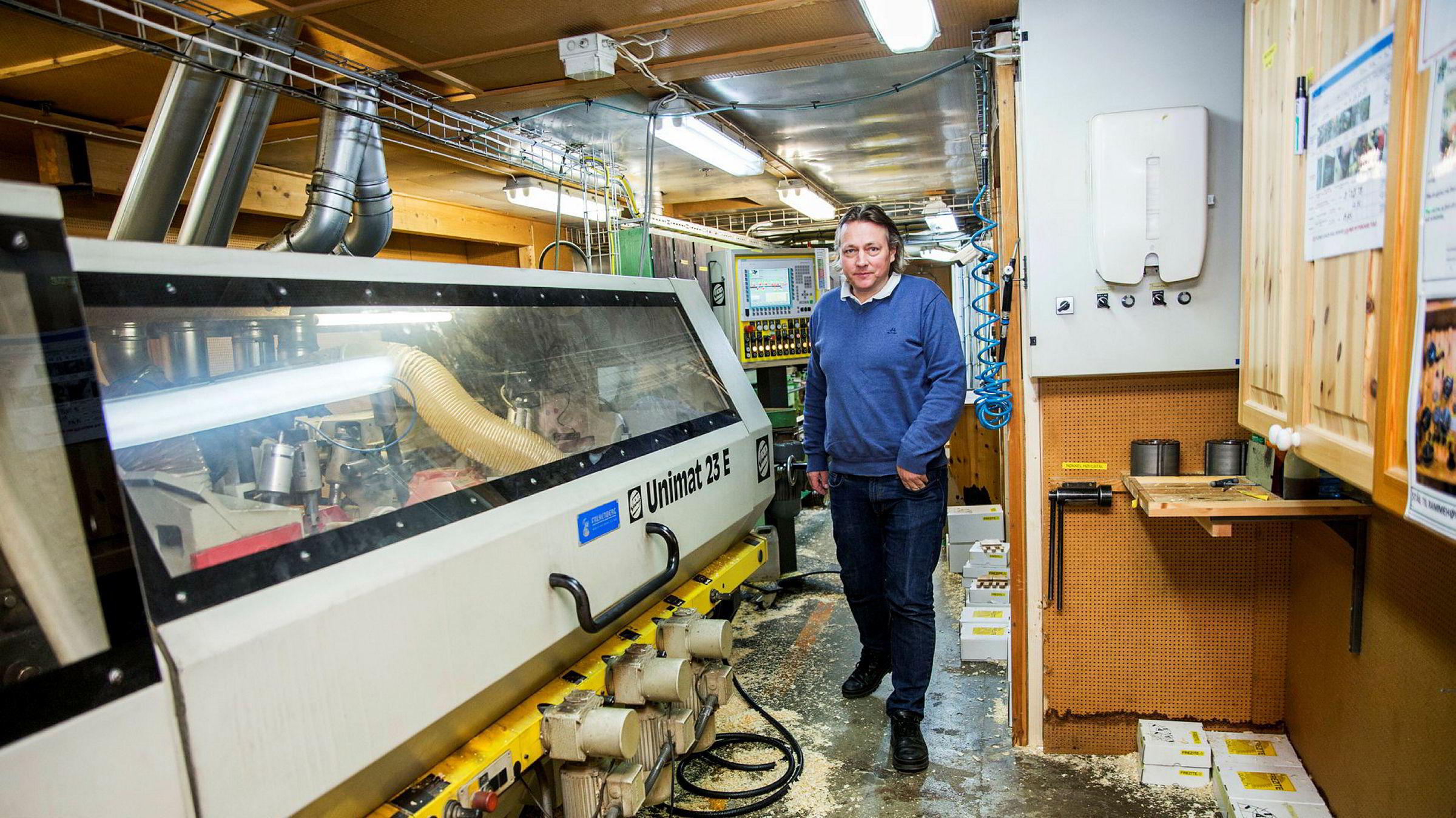 Kommunen kunne ikke skatte høvler og andre maskiner i NorDans vindusfabrikk på Otta. Daglig leder Stein Roger Ulen er tilfreds med ny dom fra lagmannsretten.