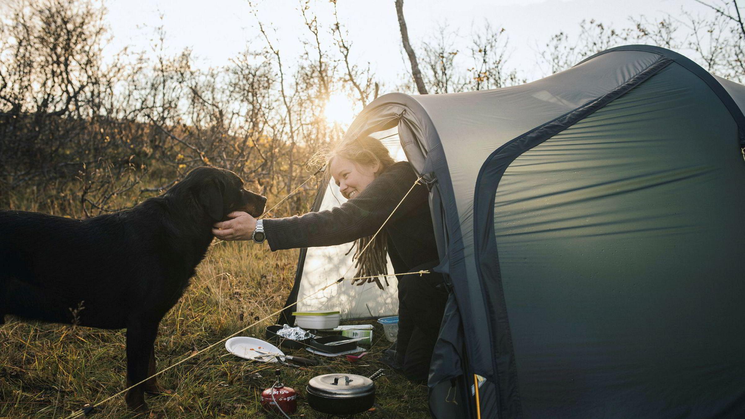 Ingenting er bedre for Therese Norman Andersen enn teltturer med turkameraten Tellus. På Vannøya i Troms kobler de av.