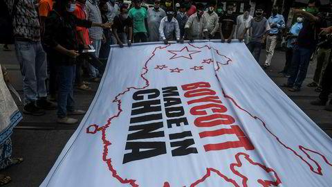 Det har vært demonstrasjoner i India etter dødelige sammenstøt mellom indiske og kinesiske soldater ved grensen i Himalaya. Nå svarer regjeringen med å forby kinesiske apper i hva som beskrives som digital krigføring-