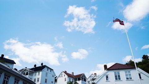 Boligprisene har falt kraftigere i sommer enn Norges Bank har sett for seg. Bildet er fra Tvedestrand i Aust Agder.