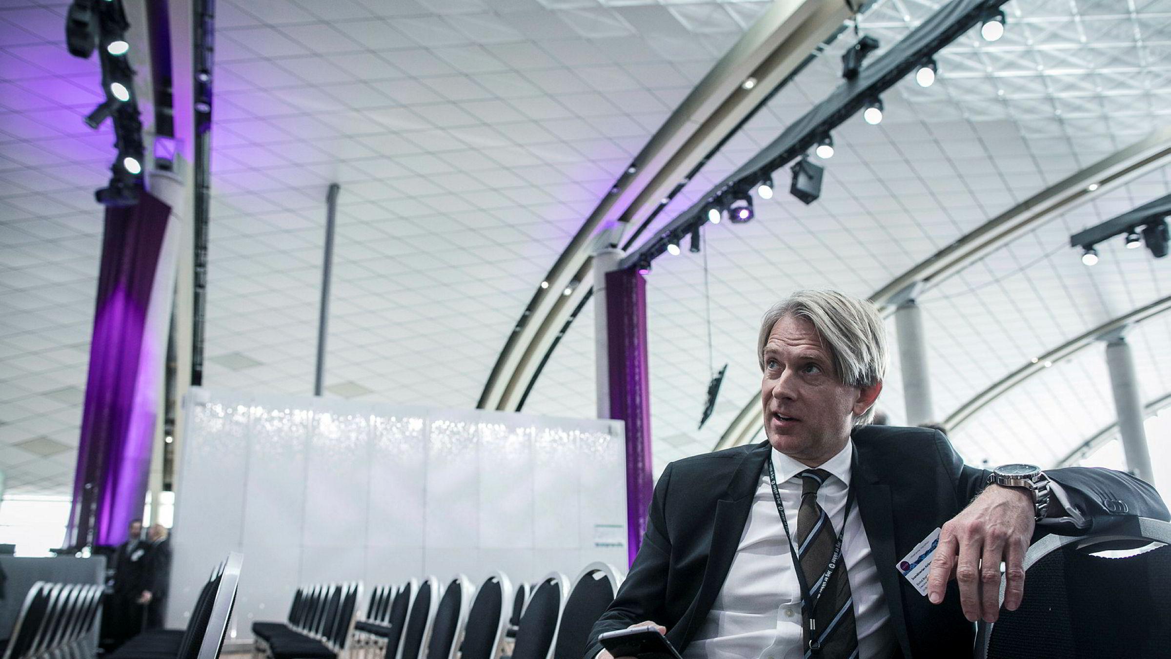 Tidligere SAS-direktør og i dag rådgiver i oppkjøpsfondet Altor, Eivind Roald, mener mange meglerhus overvurderer verdiene i fordelsprogrammet Norwegian Reward. Her under åpning av nye Oslo lufthavn i april i fjor.