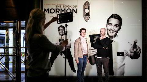 Direktør Åse Ryvarden og teatersjef Erik Ulfsby (til høyre) ved Det Norske Teatret opplever enormt salg av billetter til «The Book of Mormon»-forestillingene.
