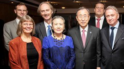 I 2012 møtte Geir O. Pedersen (nummer to bak fra venstre) og Mona Christophersen (foran til venstre) blant andre daværende FN-generalsekretær Ban Ki-moon. IPI-president Terje Rød-Larsen er også med, ved siden av generalsekretæren.