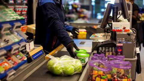 Det er usikkert hva som er de viktigste årsakene til forskjellene i innkjøpspriser i dagligvaremarkedet, ifølge Menon Economics.