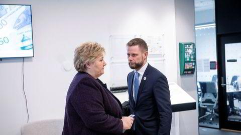 Statsminister Erna Solberg (H) og helseminister Bent Høie (H) innfører de sterkeste tiltakene i fredstid for å bekjempe korona-virus.