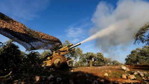 Tyrkiskstøttede opprørere (bildet) kjemper mot syriske regjeringsstyrker i Idlib-provinsen nordvest i Syria. Kamphandlingene har gjort store områder gjort ubeboelige, ifølge ny rapport.