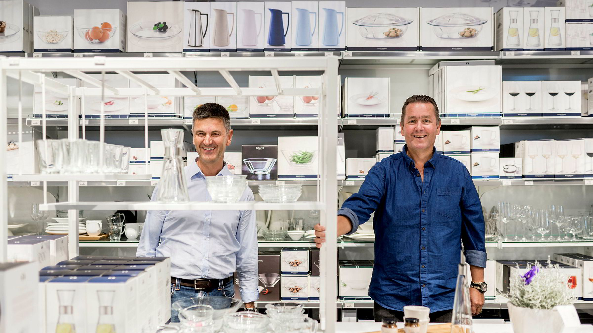 – Vi har vært med i en budrunde og kjøpt dette til markedspris ved at vi hadde det høyeste budet, sier daglig leder i Kitch'n, Odd Sverre Arnøy (til venstre) her sammen med Kitch'n-gründer Wiggo Erichsen.