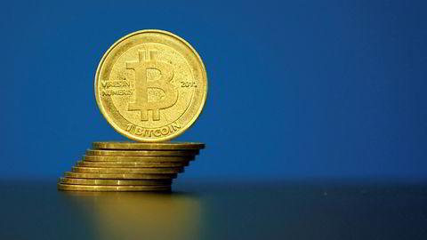 Et illustrasjonsbilde av en bitcoin i Paris. Bankene vil lage sin egen valuta med blockchain-teknologien.