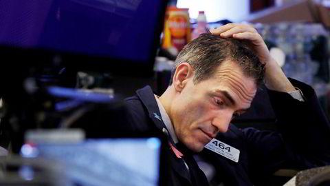 Trader Gregory Rowe like før børsåpning i USA. Indeksene stupte umiddelbart.