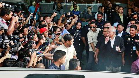 Malaysias avgåtte statsminister Najib Razak har vært inne til flere avhør rundt skandalene i det statlige selskapet 1MDB. Minst 35 milliarder kroner skal ha forsvunnet. Den nye regjeringen forsøker å komme til bunns i hvor pengene har tatt veien.