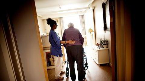 Medarbeidere som bor med sine familier, handler mat og reiser frem og tilbake til jobb er en viktig faktor i spredningen av koronasmitte til over halvparten av Oslos sykehjem.