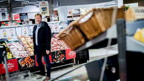 Politikerne vil ha stort utvalg og lokalmat, men legger ikke til rette for nye supermarkeder, ifølge Meny-sjef Vegard Kjuus.