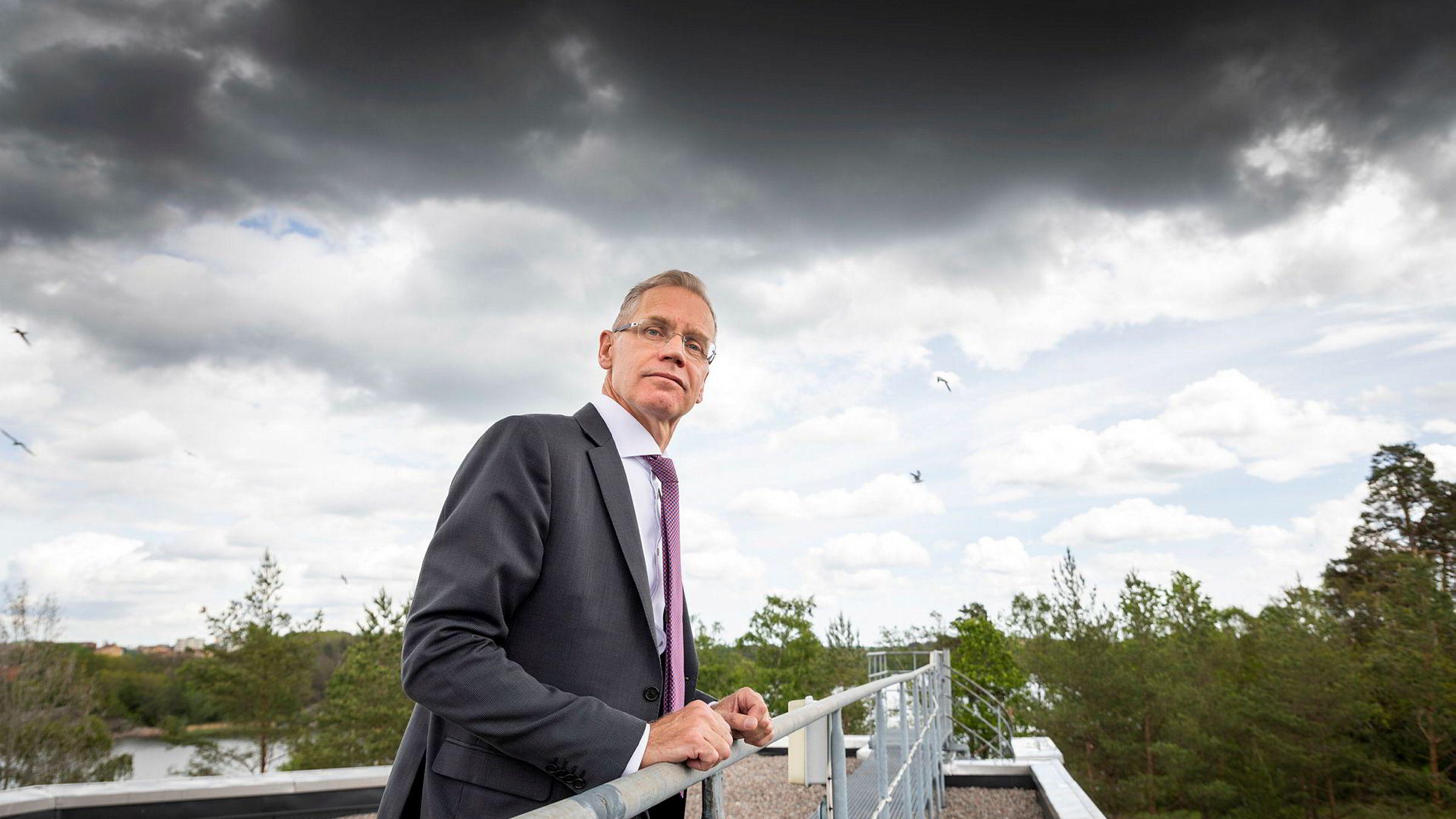 SAS' konsernsjef Rickard Gustafson har etter den utmattende streiken i vår lagt planene for hvordan selskapet kan vokse med et helt nytt flyselskap. Her fra hovedkontoret i Stockholm.